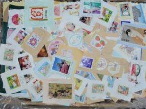 大量の使用済み切手